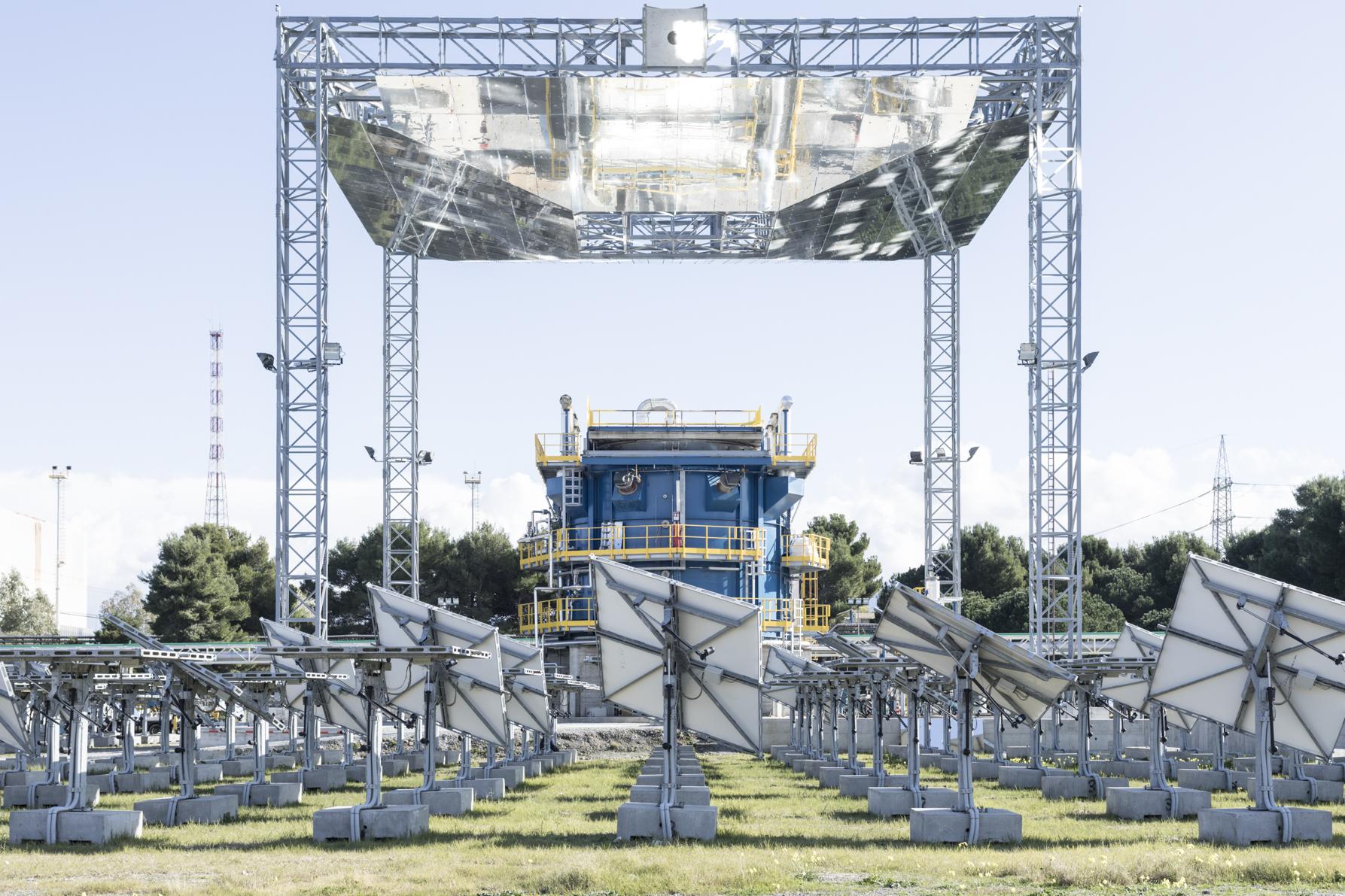 2017, San Filippo del Mela, Messina, Italy. STEM - Solar Thermo Elettric Magaldi, the plant during the automatic alignment of the mirrors. © FABRIZIO GIRALDI